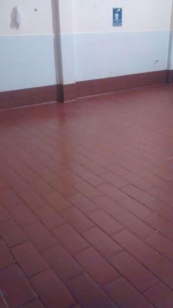 Loseta antiacido para piso industrial en industria quesera área de cuajo y corte