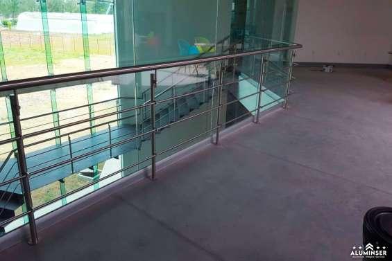 Barandales de vidrio templado y aluminio